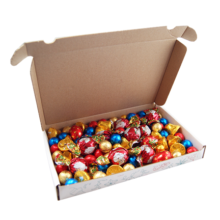 Brievenbusdoosje met klep voorzien van een gezellige Kerst bedrukking. Het doosje is gevuld met een chocolade Kerstmix. Op de producten ligt een kaart met een bedrukking naar eigen wens.  Minimale afname 50 stuks  Afmeting 230 x 160 x 28 mm  Bedrukking Standaard Kerst bedrukking op het doosje  Houdbaarheid 12 maanden  Levertijd Ca. 5-15 werkdagen na goedkeuring proefdruk  Inhoud Kerstvulling  - relatiegeschenken Amersfoort